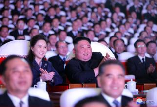 Ri So-ju împreună cu Kim Jong-un
