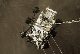 Echipa NASA au prezentat primele fotografii de la aterizarea pe Marte a roverului Perseverance, inclusiv un selfie al vehiculului cu șase roți
