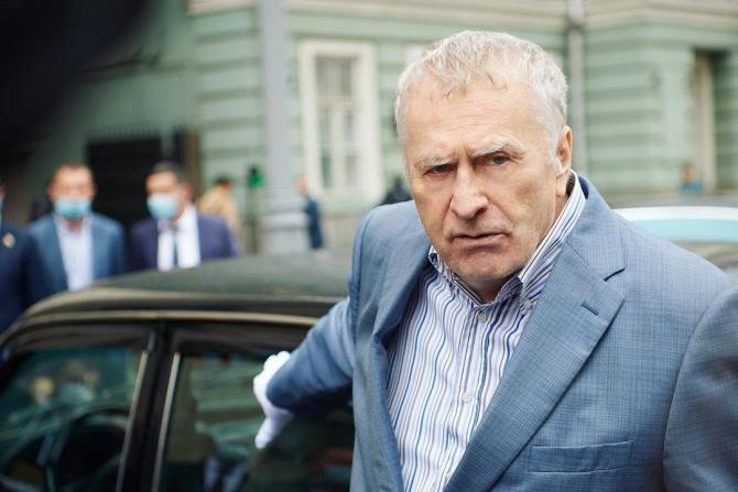 Liderul Partidului Liberal Democrat din Rusia, Vladimir Jirinovski crede că standardul de greutate pentru funcționarii publici ar trebui stabilit la aproximativ 100 de kilograme.