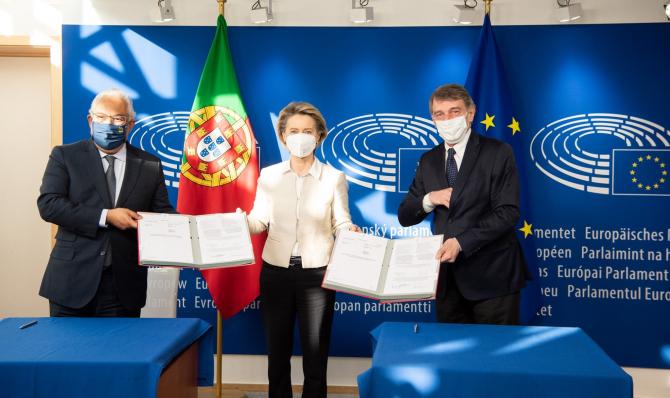 parafarea documentului de către preşedintele Parlamentului European, David Sassoli, şi premierul portughez Antonio Costa, a cărui ţară deţine preşedinţia semestrială a Consiliului UE