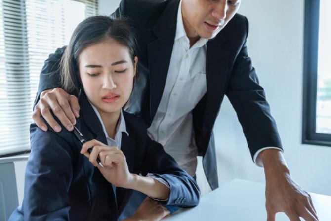 STUDIU - Hărțuirea SEXUALĂ la locul de muncă. Ce spun ANGAJAȚII