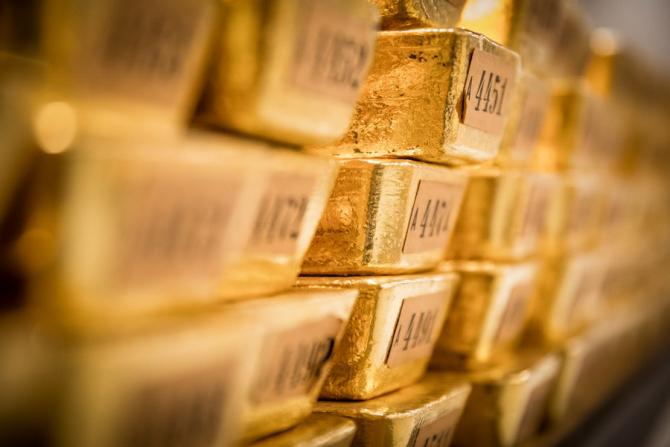 Curs valutar: Aurul tot mai scump, LEUL, la fel de șubred