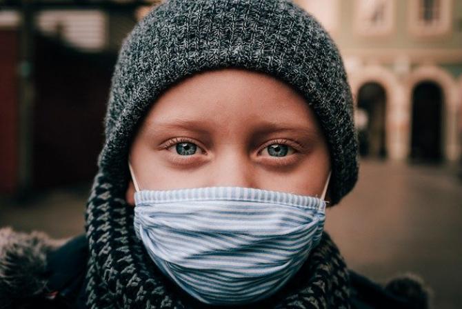 Trebuie să ne obișnuim cu ideea că virusul va rămâne printre noi