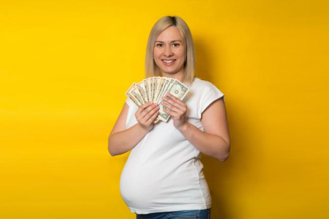 Drepturile gravidelor 2021. CONCEDII și BANI