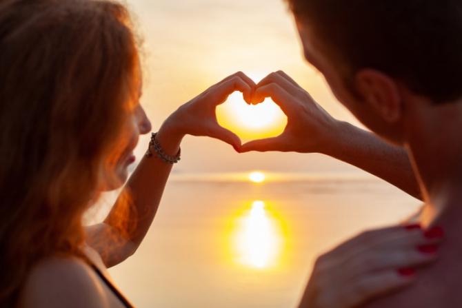 Poveste nouă de dragoste pentru o ZODIE! Dacă e deja într-o relație, urmează un test