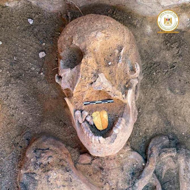 O echipă mixtă de arheologi au descoperit mumiile cu limbile de aur