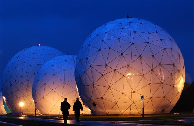Domurile care protejează antenele de satelit