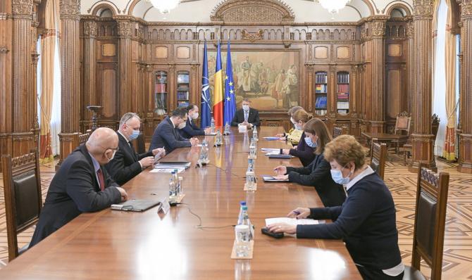 Consultarea președintelui cu miniștrii pentru deschiderea școlilor