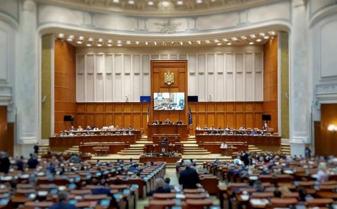 Parlamentul a adoptat legea care elimină pensiile speciale ale parlamentarilor