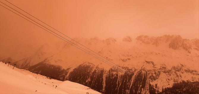 Un nou al doilea nor de praf saharian ajunge în Europa