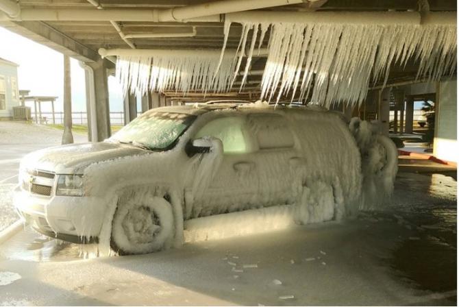 Viscolul puternic a provocat în Texas întreruperi de curent.