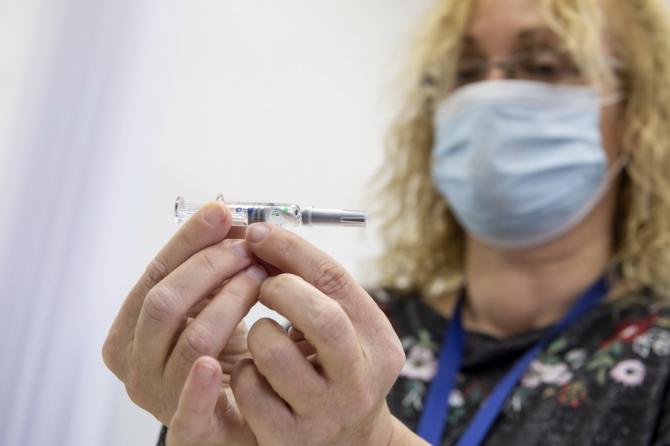 Cei vaccinați se pot relaxa un pic