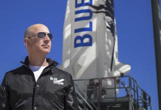 Jeff Bezos a decolat spre spaţiu la bordul rachetei New Shepard