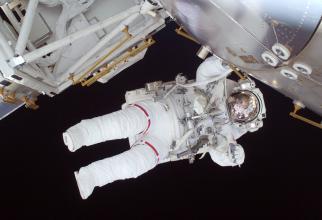 """""""În comparaţie cu astronauţii americani care ar putea sta doar zeci de ore după aterizarea pe Lună, astronauţii chinezi vor rămâne pe Lună o perioadă mai lungă de timp"""", a spus Wu Weiren, proiectantul şef al programului de explorare lunară din C"""