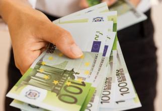 Euro își continuă parcursul ascendent și atinge un nou maxim istoric, de 4,9251 lei.