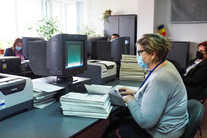 Taloanele mov, nesolicitate de beneficiari, se păstrează la sediul oficiului poștal până în ultima zi lucrătoare a lunii în curs.