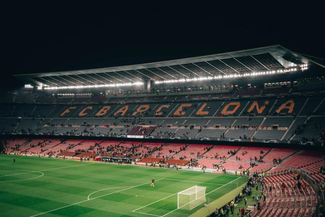 """Președintele Laporta susține că Messi va ajuta clubul să genereze oferte de sponsorizare mai mari și va atrage la meciuri oaspeții VIP. """"Messi costă 8% din venitul total al clubului"""", a declarat Laporta...(Dar) Messi generează în jur de 30% din"""