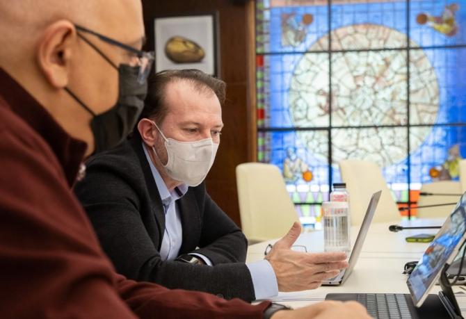 Florin Cîțu a declarat că în acest moment sunt înscrise pe platformă peste 700 de mii de persoane și a făcut apel la cetățeni să vină și să se vaccineze.