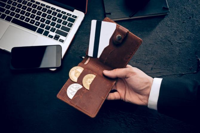 Cei cu carduri VISA vor putea face plăți cu criptomonezi