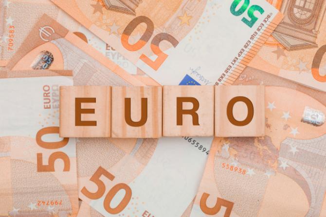 Cazacu: Cotația EURO ar putea ajunge chiar la 4,90 în 3 săptămâni
