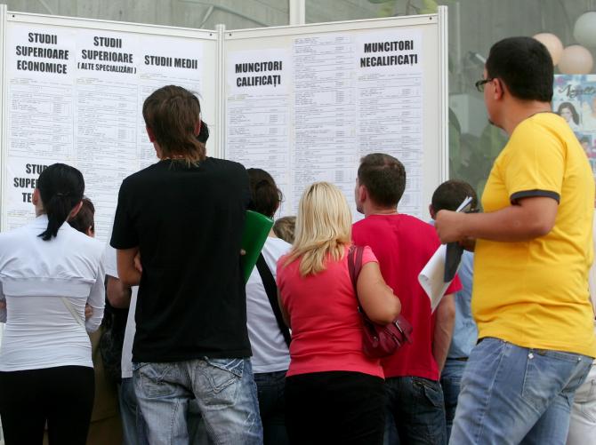 Rata de ocupare a tinerilor (15-24 ani) a fost de 24,6%, iar cea a persoanelor vârstnice (55-64 ani) de 48,5%.
