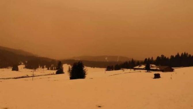 Praful saharian a acoperit de această dată și pârtiile de schi din Elveția