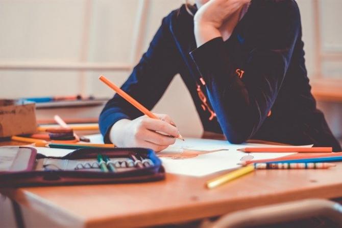 Ţara care interzice meditaţiile elevilor. Ce se întâmplă cu profesorii care încalcă legea