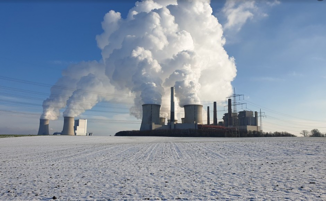 În cazul în care CEO nu va reuşi să cumpere certificatele de emisii până la finalul lunii aprilie, suma totală de plată, incluzând penalităţile, va fi de 966 milioane de euro doar pentru emisiile din 2020. Sumele neplătite se vor reporta în anul următor.