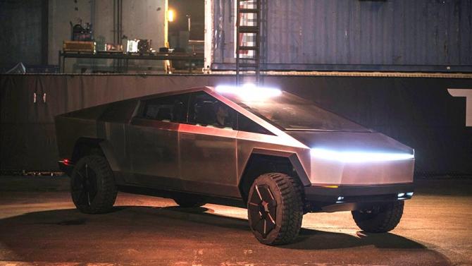 Tesla Cybertruck va fi turnată cu o mașină de 8.000 de tone