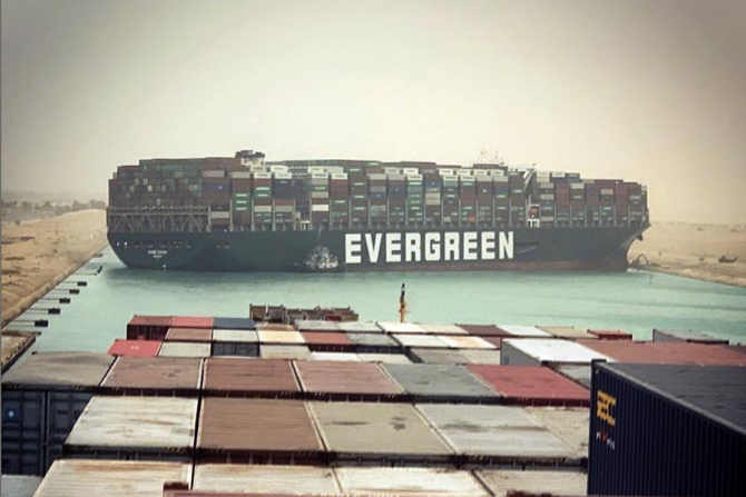 Vaporul blochează canalul Suez