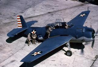 Un avion vechi, de pe vremea celui de-al Doilea Război Mondial