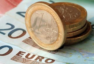 Leul continuă să se deprecieze în raport cu euro, BNR stabilind cursul la 4,9245 lei pentru un euro.