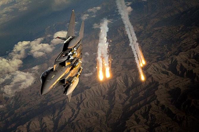 Avioane militare ale NATO au intervenit luni de zece ori pentru a răspunde unui număr neobişnuit de mare de avioane de vânătoare şi bombardiere ruse.
