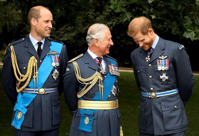 Prințul Charles, împreună cu William și Harry