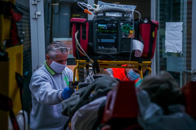 COVID-19. Acești pacienți au un RISC mai mare de spitalizare
