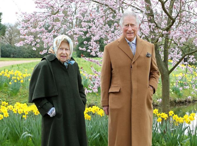 Regina Elisabeta a II-a și prințul Charles