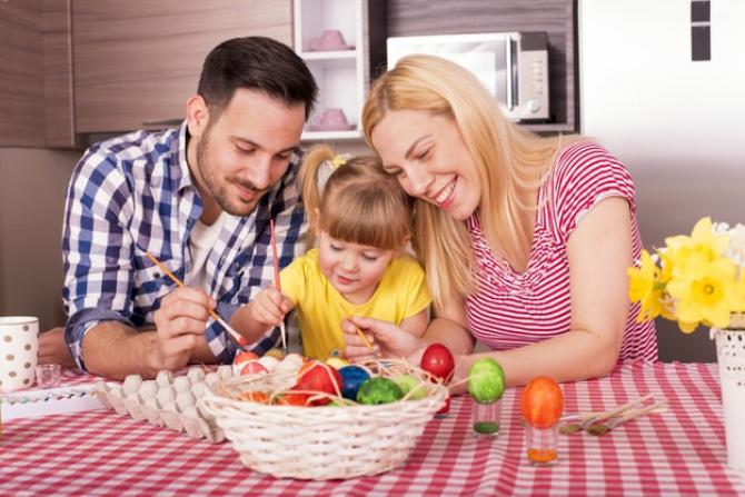 Românii obișnuiesc să vopsească ouăle în joia mare