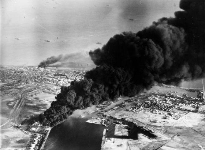 Egiptul a aplicat tactica ''pământului pârjolit'': a cerut Siriei să arunce în aer toate conductele de petrol și a scufundat numeroase nave în Canal, ceea ce a cauzat o îngreunare a operațiunilor militare franco-engleze.
