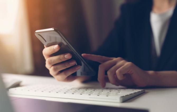 Aplicația Google Play a devenit disponibilă în România direct pe telefon
