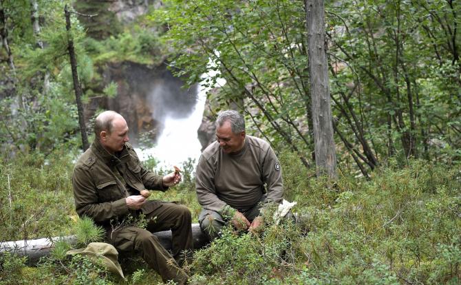 Vladimir Putin și Serghei Șoigu / Foto: kremlin.ru