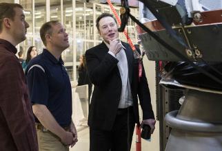 Elon Musk a dat înapoi