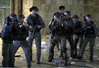 Militari israelieni descind la moscheea Al-Aqsa