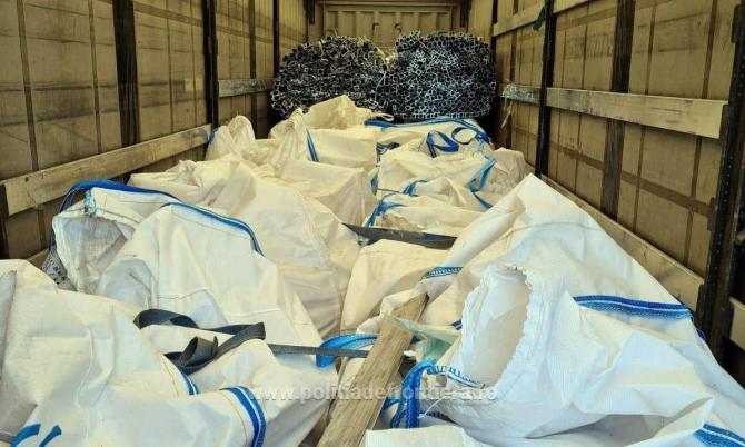 Un nou transport de deșeuri a fost oprit la graniță. 77 de tone de deșeuri.