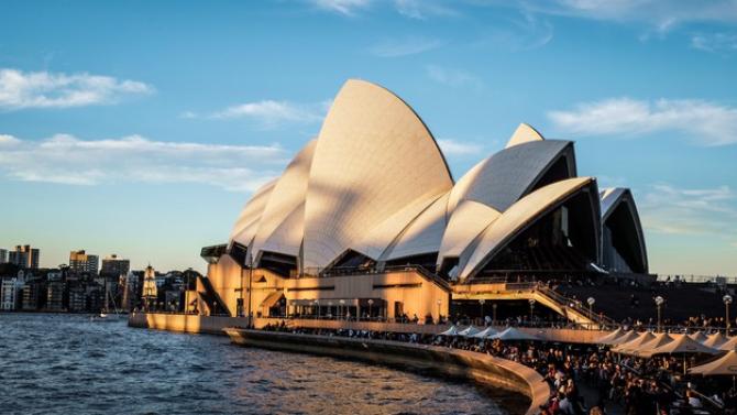 Australia devine ermetică
