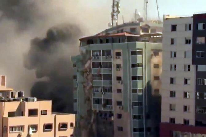 Blocul unde se aflau birourile Associated Press și Al-Jazeera