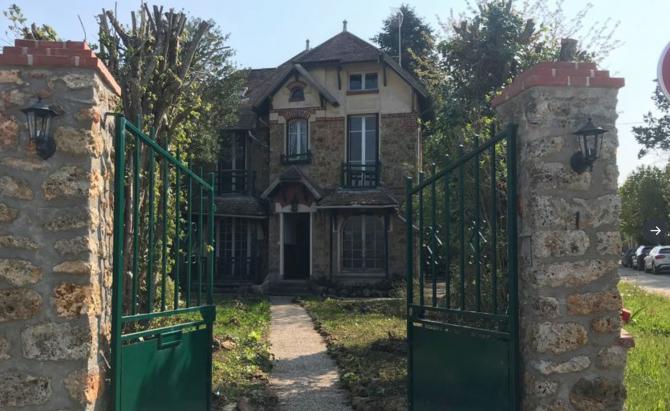 Așa arată acum imobilul care are nevoie de reparații