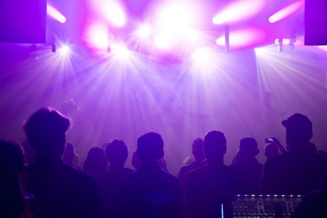 Barurile, cluburile şi discotecile din municipiul Constanţa se închid de VINERI
