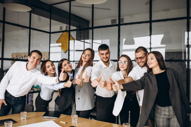 În anumite condiții angajații pot sta la birou fără mască