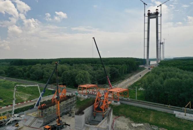 Podul suspendat peste Dunăre, de la Brăila, va avea o lungime de 1.974 de metri, dintre care 1.120 de metri reprezintă deschiderea centrală,