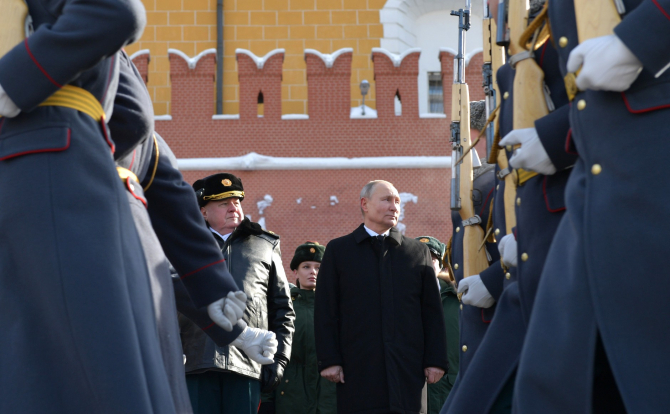 Vladimir Putin a semnat o lege care limitează numărul angajaţilor locali ai misiunilor diplomatice străine